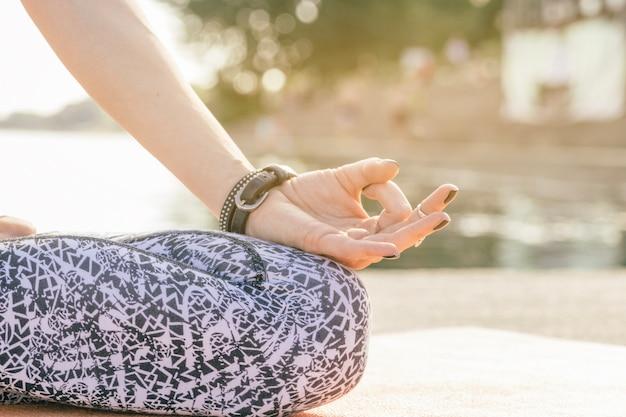 R? ka medytacji kobiety