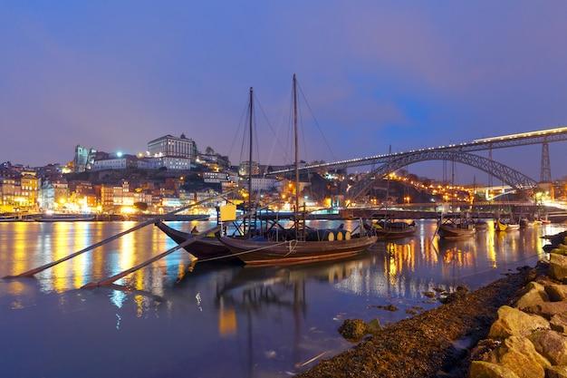 Rabelo łodzie na douro rzece, porto, portugalia