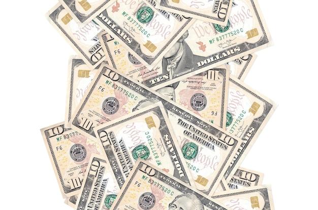 Rachunki 10 dolarów amerykańskich pływające w dół na białym tle