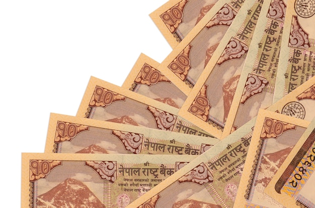 Rachunki 10 rupii nepalskich leży w innej kolejności na białym tle. lokalna bankowość lub koncepcja zarabiania pieniędzy.