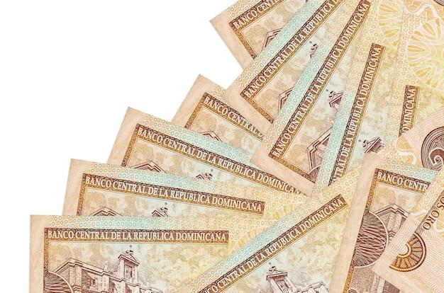 Rachunki peso dominikańskie leżą w innej kolejności izolowane