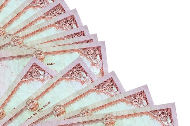 Rachunki rupii nepalskich leży na białym tle