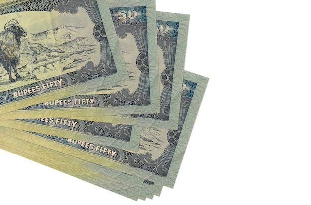 Rachunki rupii nepalskich leży w małej wiązce lub paczce na białym tle