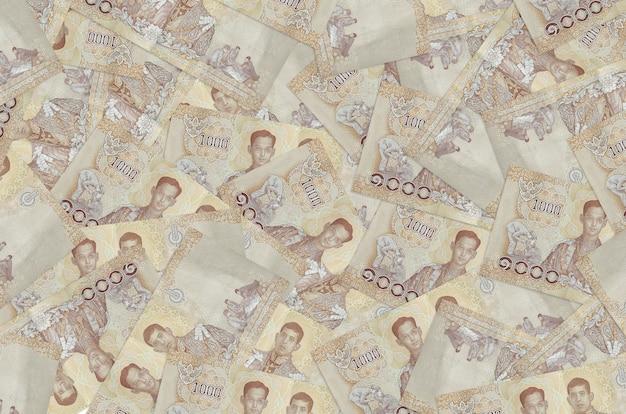 Rachunki za 1000 bahtów tajlandzkich leżą na stosie. ściana koncepcyjna bogatego życia. dużo pieniędzy
