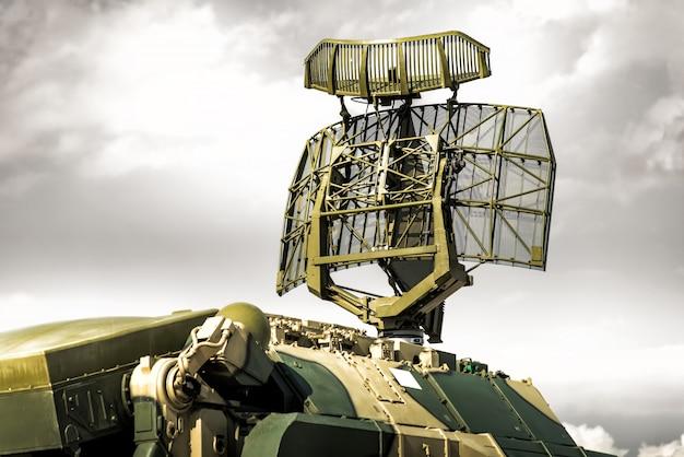 Radar śledzący systemu rakietowego przeciwlotniczego wozu bojowego