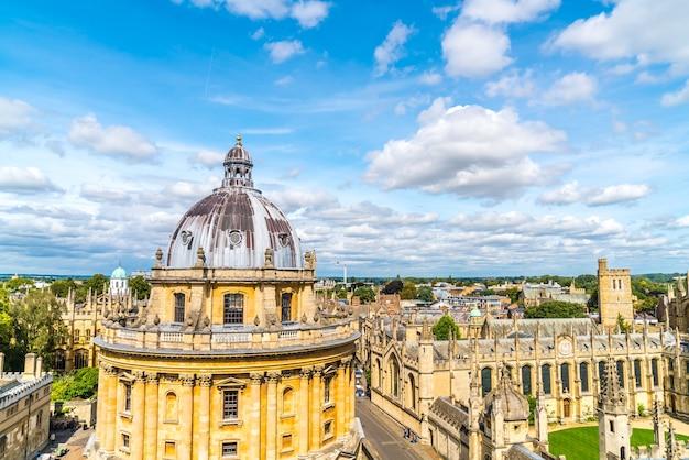 Radcliffe camera i all souls college na uniwersytecie oksfordzkim