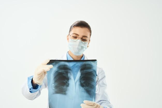 Radiolog z jasnym tłem opieki zdrowotnej xray