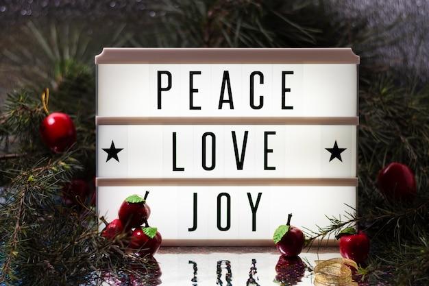 Radość miłości pokoju bożego narodzenia napis