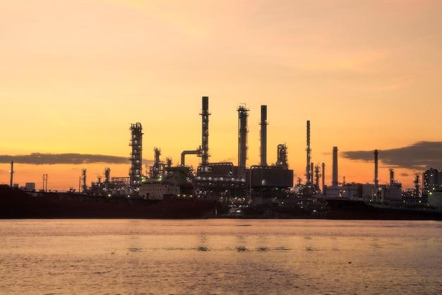 Rafineria ropy naftowej bangchak petroleum, phra khanong district, bangkok, tajlandia