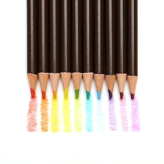 Rainbow kolorowy rysunek ołówkami na białym tle