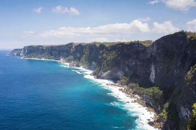 Rajska wyspa nusa penida, piękny punkt klifu krajobrazowego manta