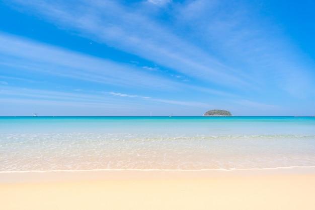 Rajski Widok Na Morze Z Brzegu Premium Zdjęcia