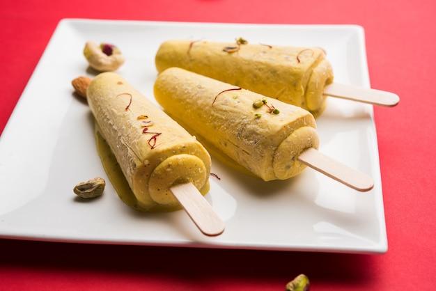 Rajwari lub rajwadi słodki kesar badam pista kulfi lub lody cukierki