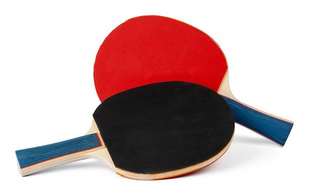 Rakiety do ping ponga na białym tle