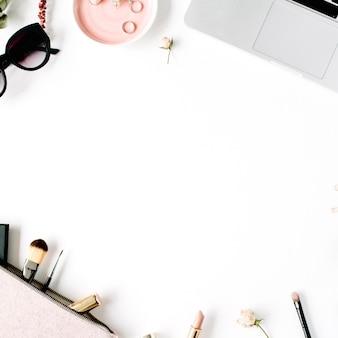 Rama biurka na biurko z widokiem z góry na płasko.