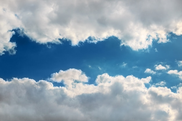 Rama chmur na niebie