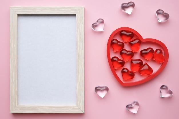 Rama i serca na różowym tle. 8 marca, walentynki, dzień kobiet