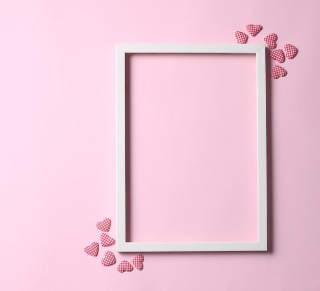 Rama na pastelowym różowym tle