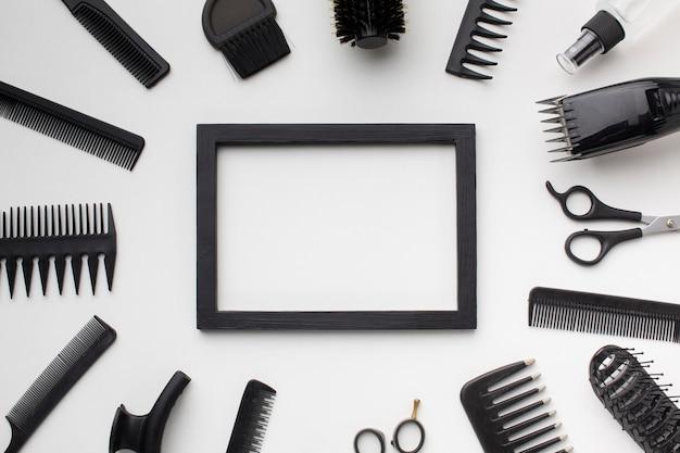 Rama otoczona akcesoriami do włosów