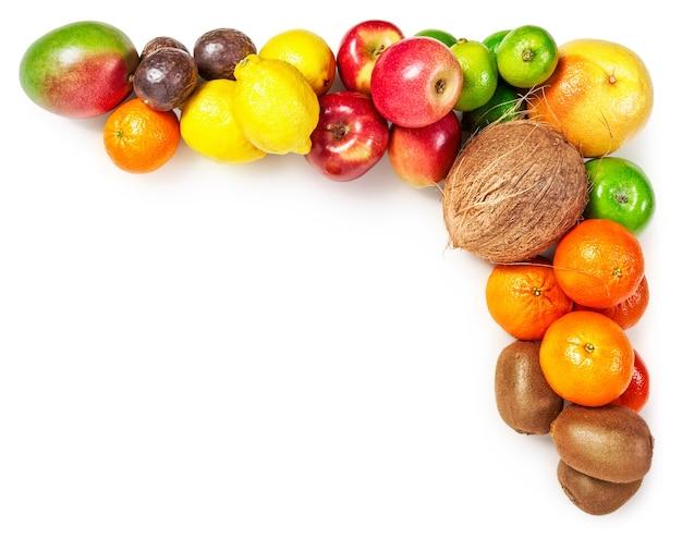 Rama owoców na białym tle zdrowe odżywianie i dieta koncepcja