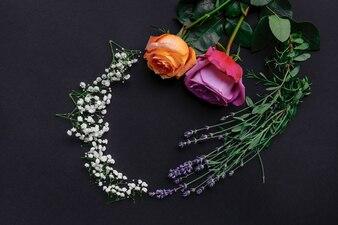 Rama Wianek wzór ze świeżych kwiatów na czarnym tle