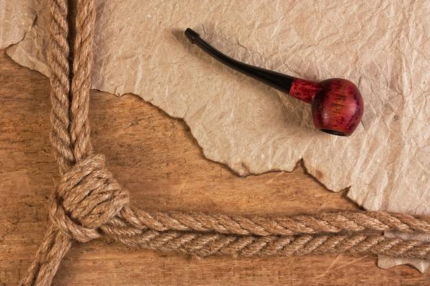 Rama wykonana z liny i fajki tytoniowej
