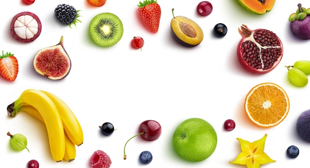 Rama wykonana z różnych owoców i jagód, leżał płasko, widok z góry