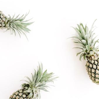 Rama z trzech ananasów
