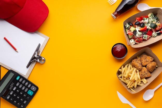 Rama z widokiem z góry z jedzeniem i przestrzenią do kopiowania