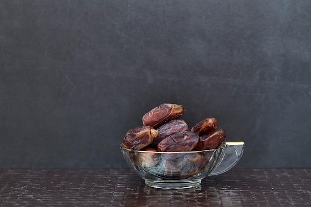 Ramadan kareem suszone owoce palmy daktylowej