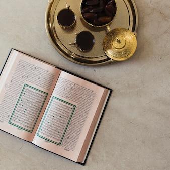 Ramadan widok z góry koncepcja z koran