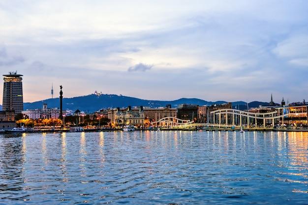 Rambla de mącący portowy vell przy zmierzchem, barcelona, hiszpania