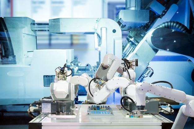 Ramię robota współpracujące z płytką drukowaną