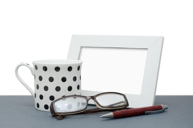 Ramka na zdjęcia, filiżanka kawy, okulary