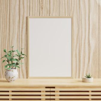Ramka na zdjęcia na drewnianej ścianie z roślinami w doniczkach