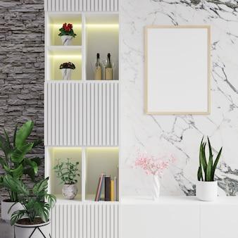 Ramka na zdjęcia na marmurowej ścianie w salonie oraz półka z roślinami i książkami
