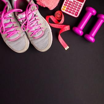 Ramka powyżej szare buty do biegania
