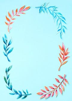 Ramka widok z góry wykonana z liści tropikalnych