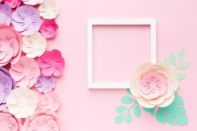 Ramka z kwiatową dekoracją papierową