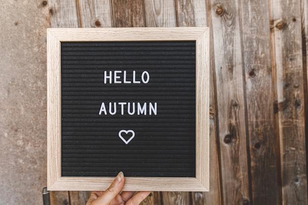 Ramka z wiadomością hello autumn