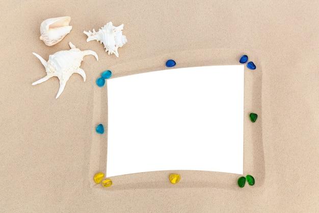 Ramki na zdjęcia na piasku z muszelkami wspomnienia z podróży po morzu