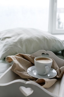 Rano kawa w łóżku