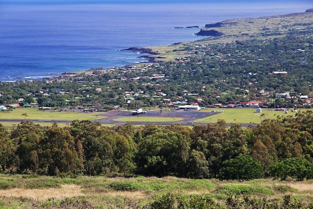 Rapa nui. widok na hanga roa, wyspa wielkanocna, chile