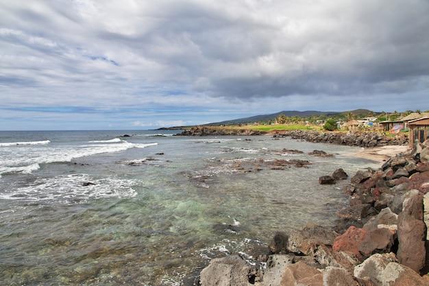 Rapa nui. widok na pacyfiku na wyspie wielkanocnej, chile