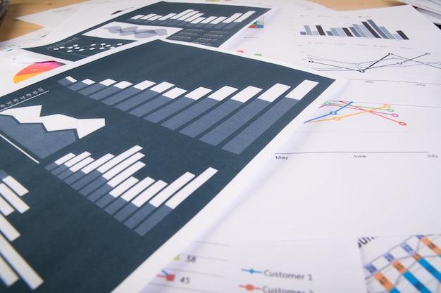 Raport biznesowy. wykresy i wykresy. koncepcja biznesowa.