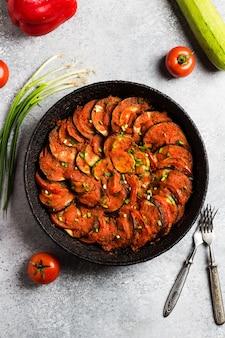 Ratatouille francuskie danie prowansalskie z warzyw cukinii papryki oberżyny