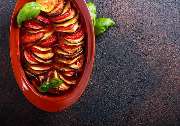 Ratatuj - warstwy, cukinia, bakłażan, pieczone pomidory