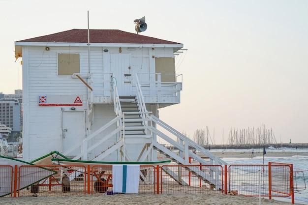 Ratownik wieże na morzu