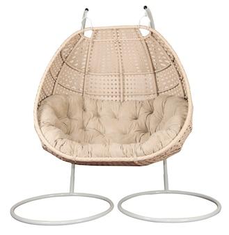 Rattanowy wiklinowy fotel bujany z poduszką. wygodne meble do ogrodu lub salonu.