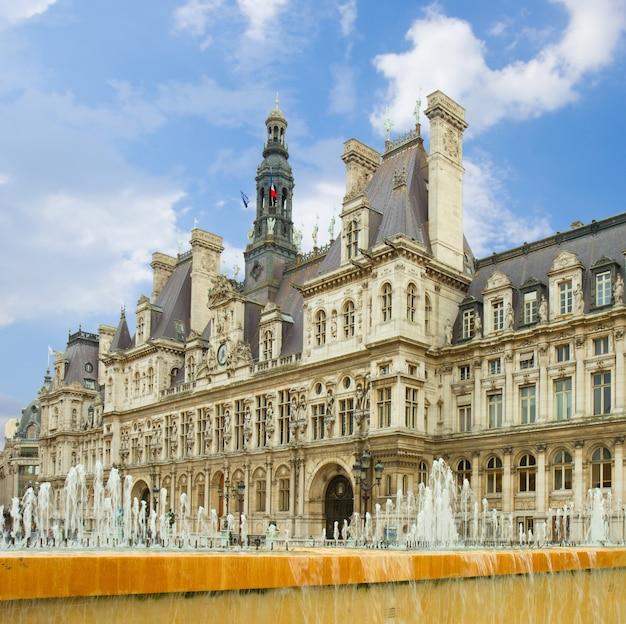 Ratusz (hă´tel de ville) w paryżu, francja